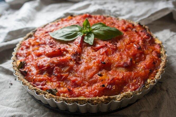 Закусочный пирог с помидорами и сыром
