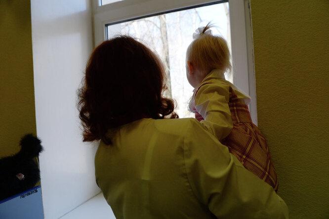 В Кузбассе уматери изъяли дочку синвалидностью. Девочка умерла вдоме ребенка