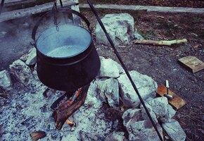 «Ставим кирпичи, подвешиваем чан и варим суп»: ростовчанка рассказала, как живет с двумя детьми на 83 рубля в день