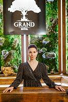 1500 бутылок вина в погребе, живой мох, водопад в ресторане: на телеканале «Супер» стартует новый «Гранд»