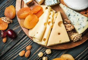 Сырная тарелка: 5 способов собрать идеальное блюдо для праздничного стола