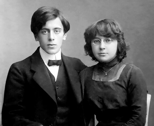 Марина Цветаева и Сергей Эфрон перед свадьбой. 1911 г.