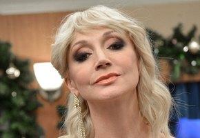 Концерты Кристины Орбакайте переносятся. 48-летняя актриса показала фото со сломанной ногой