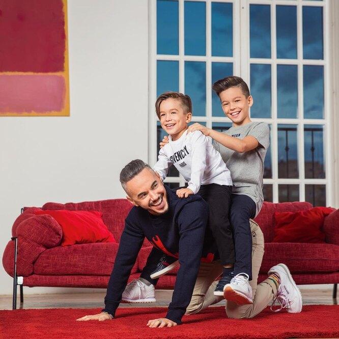 Тимур Родригез с сыновьями. Фото из личного архива
