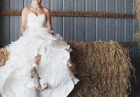 Невеста в ярости: будущая свекровь тайком надела и повредила свадебное платье