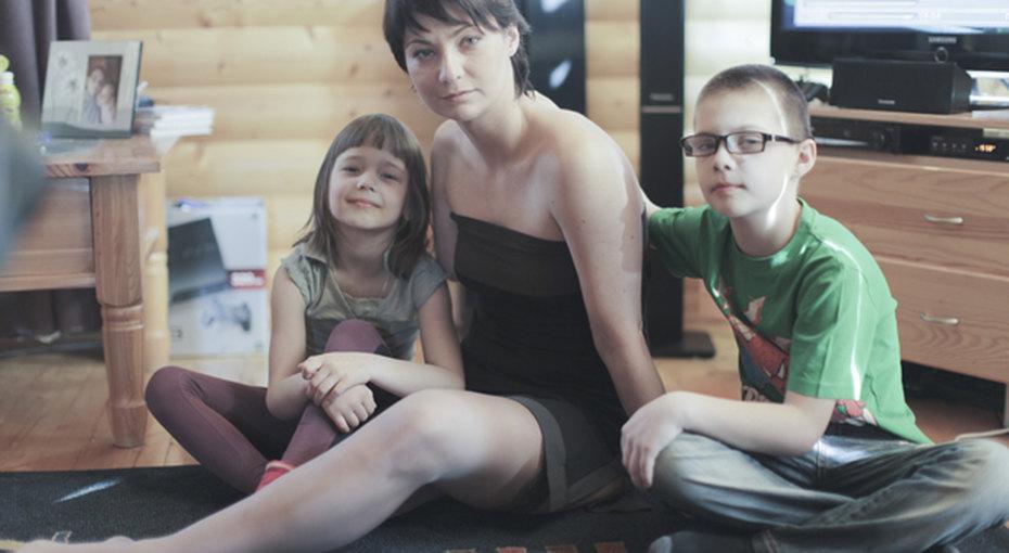 Непобедимая Лена. Как мама двоих детей потеряла руку иногу иначала новую жизнь