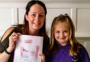 Семилетнюю школьницу попросили нарисовать маму. Теперь мы знаем, какие воспоминания у детей самые яркие