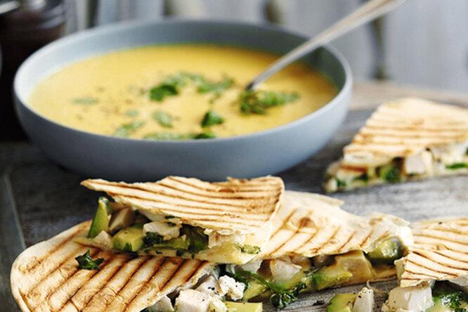 Кукурузный суп с кесадильей