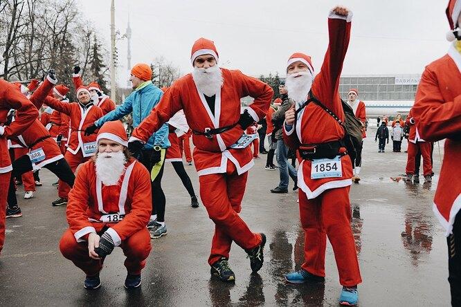 Дед Мороз, беги! Ипомогай людям