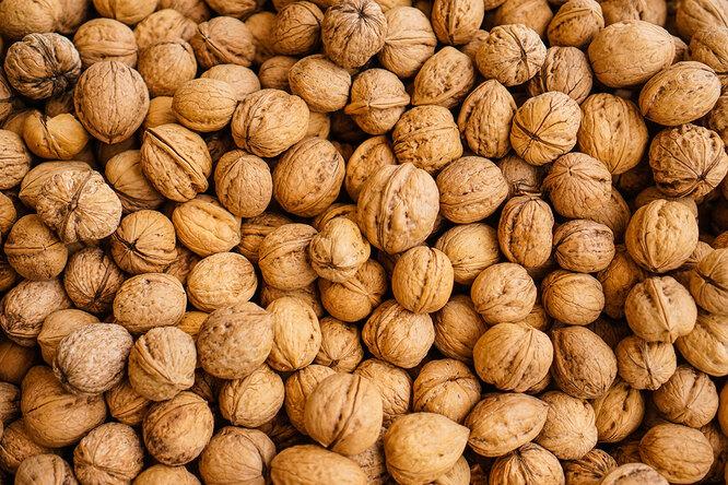 Грецкие орехи и миндаль