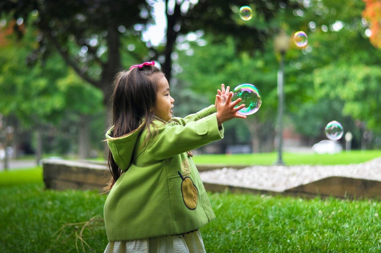 ребенок, игра, мыльный пузырь