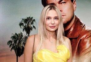 «Какое же крутое платье!» Наталья Рудова показалась с рискованным декольте