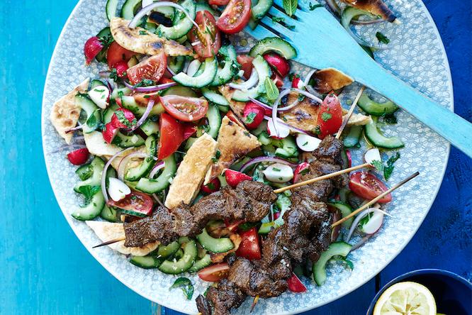 Шашлычки с из баранины с летним салатом