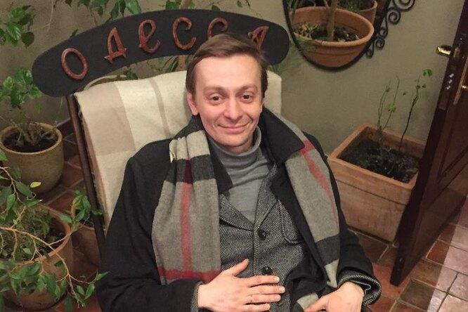 «Какой вы хороший папа»: Евгений Кулаков выложил «домашнее» фото сдетьми