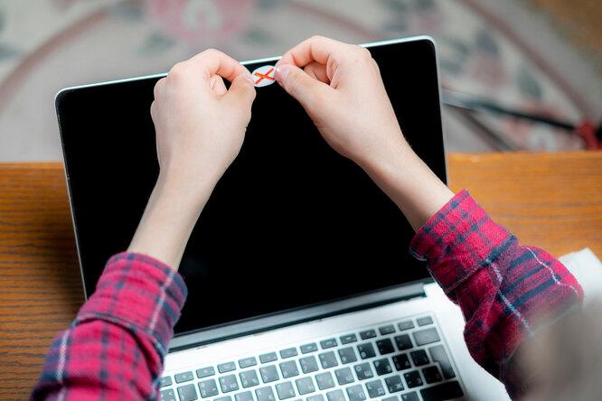 Нужно ли заклеивать микрофон икамеру ноутбука? Мнение экспертов Роскачества