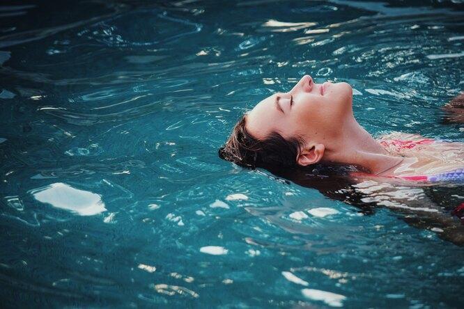 5 упражнений длябыстрого снятия стресса, которые можно делать вофисе