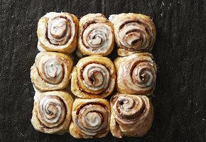 Булочки как из кондитерской: рецепты домашних плюшек к завтраку