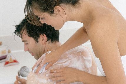 Расслабляющий массаж вванне длядвоих: пошаговая инструкция