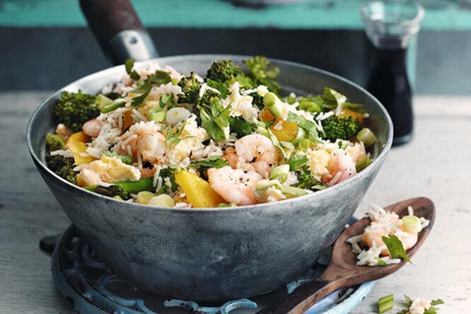 Рис по-китайски с овощами и креветками