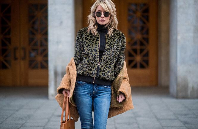 девушка в кофте и пальто