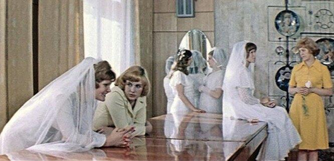 """кадр из фильма """"Школьный вальс"""", 1979 г."""