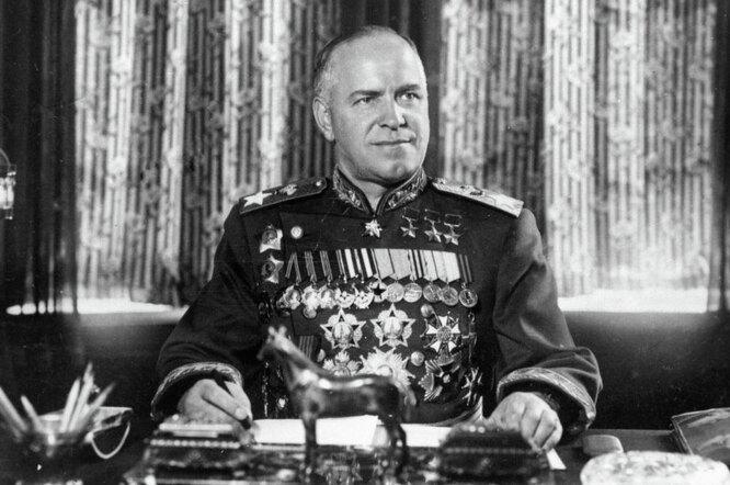 Маршал Жуков, муж и отец, которого дети и жёны постоянно с кем-то делили