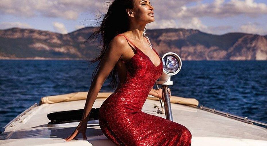 «Бесподобна!»: Эвелина Бледанс опубликовала «горячие» фото сюным красавцем