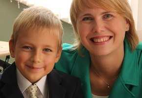 «Когда Феде было 2 года, мы узнали, что у него аутизм. Сейчас ему 8, он ходит в обычную школу и учит китайский»