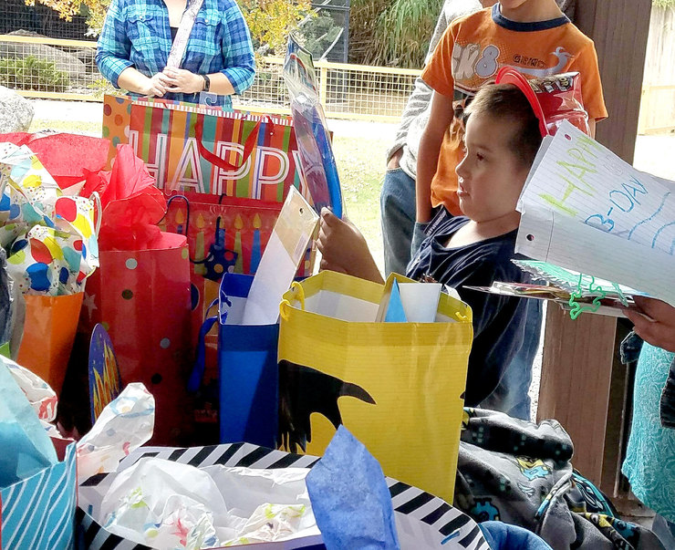 Матиас получил море подарков отнезнакомых ему людей