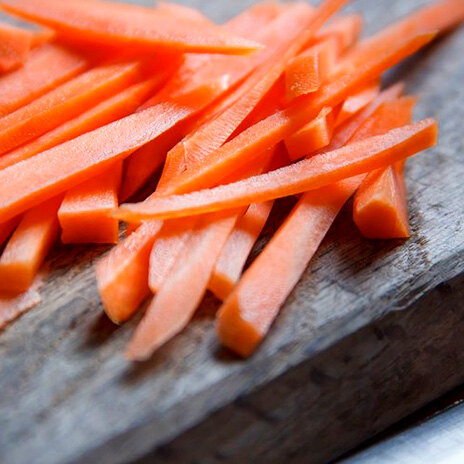 Морковь, запеченная с орешками пекан