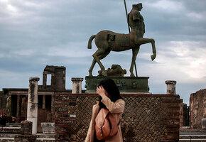 Канадка украла в Помпеях сувениры, которые начали приносить ей несчастья