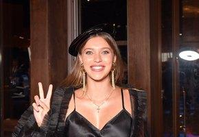 «Не видно жирненьких боков»: Регина Тодоренко выложила фото в бикини