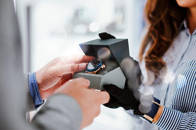 Почему нельзя дарить часы иеще 7 подарков сплохими приметами