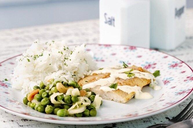 Жареная рыба с пряным соусом