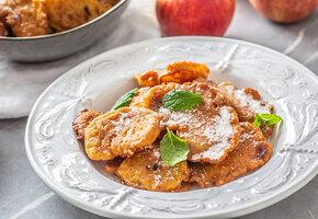 Рецепты звёзд: яблочные оладья готовит Дарья Повереннова