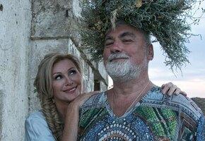 «Красивая девочка, вечно молодая»: 56-летняя Вика Цыганова показалась в бикини