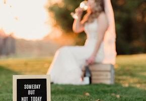 Отметила не-свадьбу: невеста уничтожила платье, узнав, что жених ей изменяет