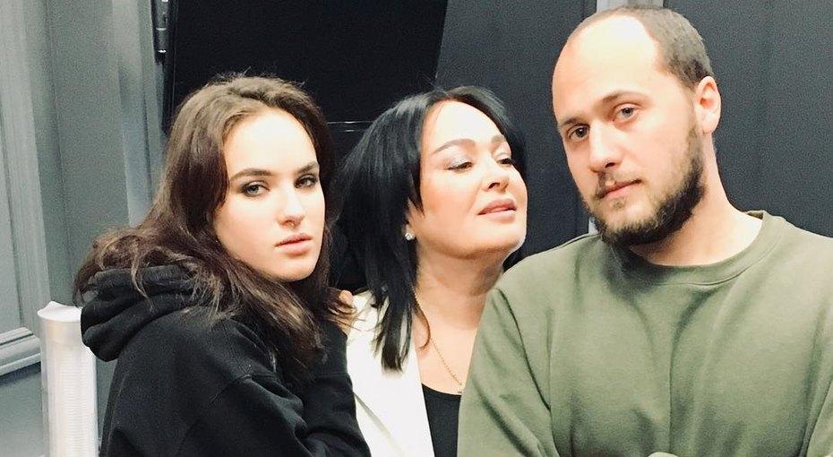 Лариса Гузеева показала сына идочь вдетстве