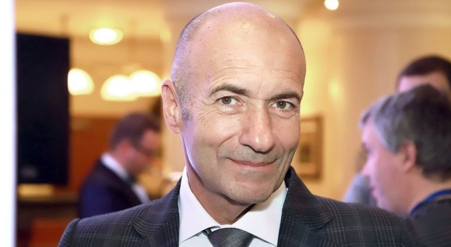 «Первый личный транспорт»: Игорь Крутой подарил внучке розовый мерседес