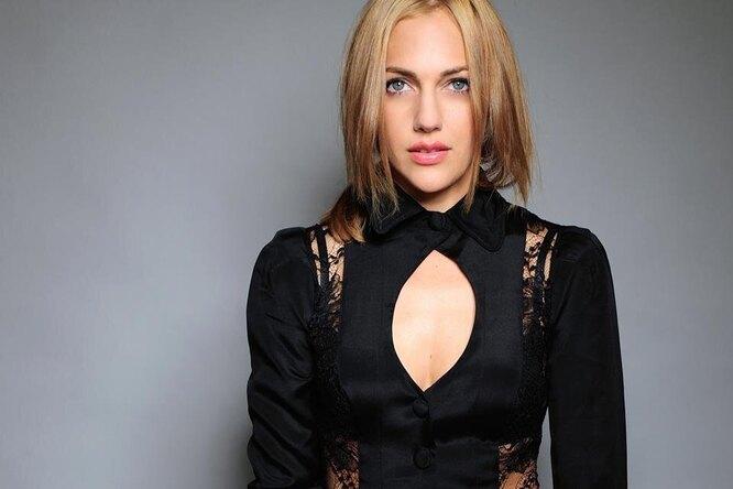 «Как греческая жрица»: 36-летняя звезда сериала «Великолепный век» Мерьем Узерли поразила поклонников стройной фигурой