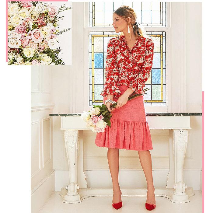 девушка вкрасной блузе, вкрасной юбке сбукетом цветов, розы