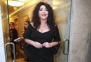 53-летняя Лолита Милявская в экстремально коротких шортах отдыхает в Сочи
