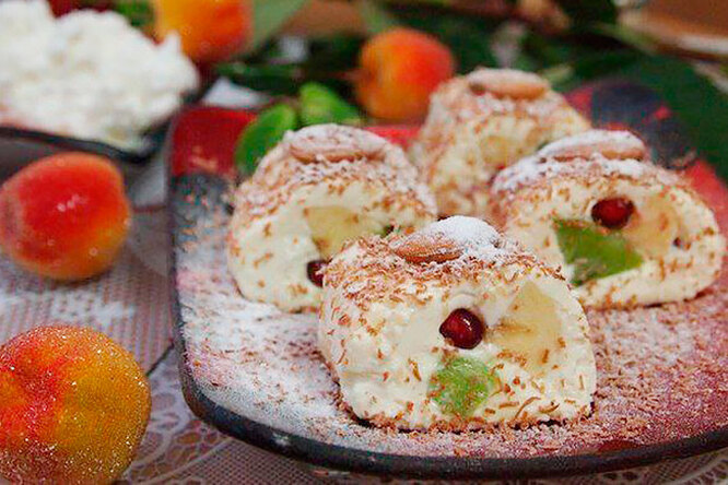 Роллы из творога с фруктами