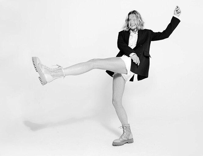 Рубашка, Ice Play; жакет, Ermanno Firenze; шорты, Levi's; ботинки, Casadei, NO ONE; колье и сережка, TOUS