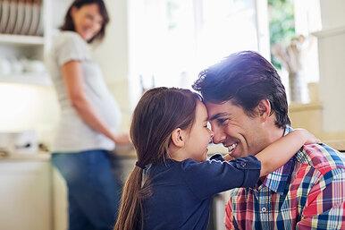 Должны ли женщины помогать мужьям стать хорошими отцами? (нет)