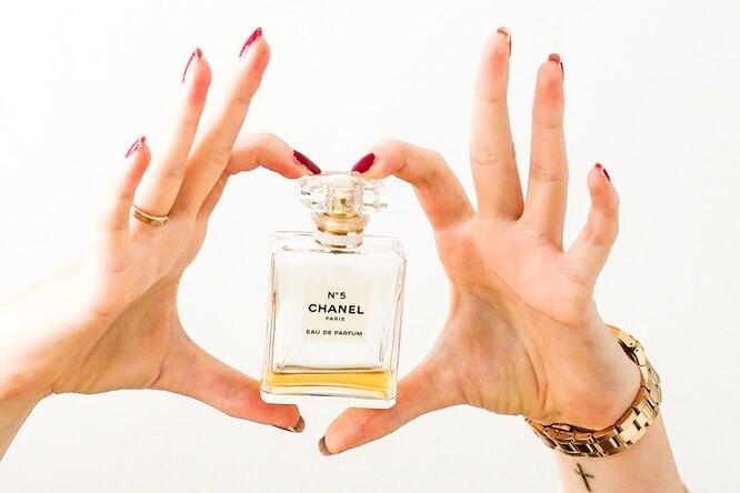 Любимые духи Кати Тихомировой: знаменитые ароматы, которые снимались вкино