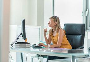 Лучшие упражнения, которые можно выполнить прямо за рабочим столом
