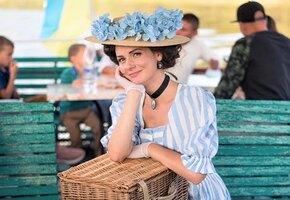 Девушка, которая каждый день одевается в костюмы 19 века, стала звездой
