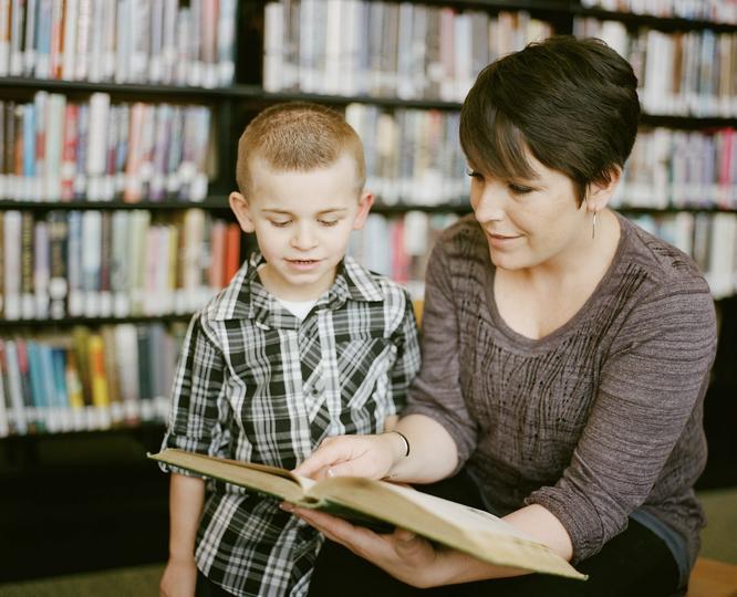 Если страдает техническая или смысловая сторона чтения, это может быть дислексия. Photo by Adam Winger on Unsplash