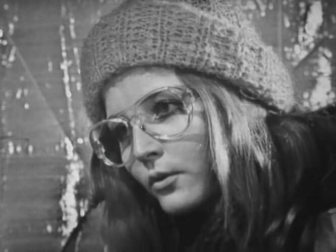 Про мальчика, бабушку-газетчицу и разбитые очки (1974)